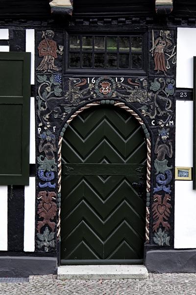 Door 04